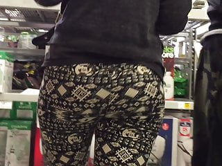 Juicy Bubble Butt Mature Wife in Spandex