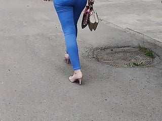 Juicy ass milfs shaking in tight pants