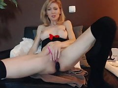 euro milf stung by ohmibod vibe & buttplud on webcam