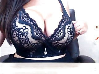 Gorgeous big tits babe on cam