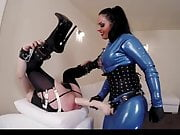 Latex mistress fuck male ass