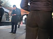 Phat Persian pawg bubble butt in jeans