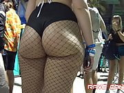 Phat pawg ass cheeks leakin out of shorts(repost)